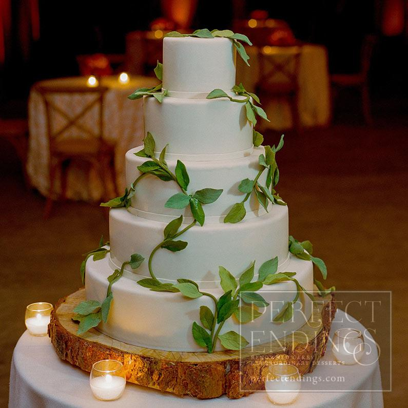 wedding cake with green leaves wedding cakes endings 26903